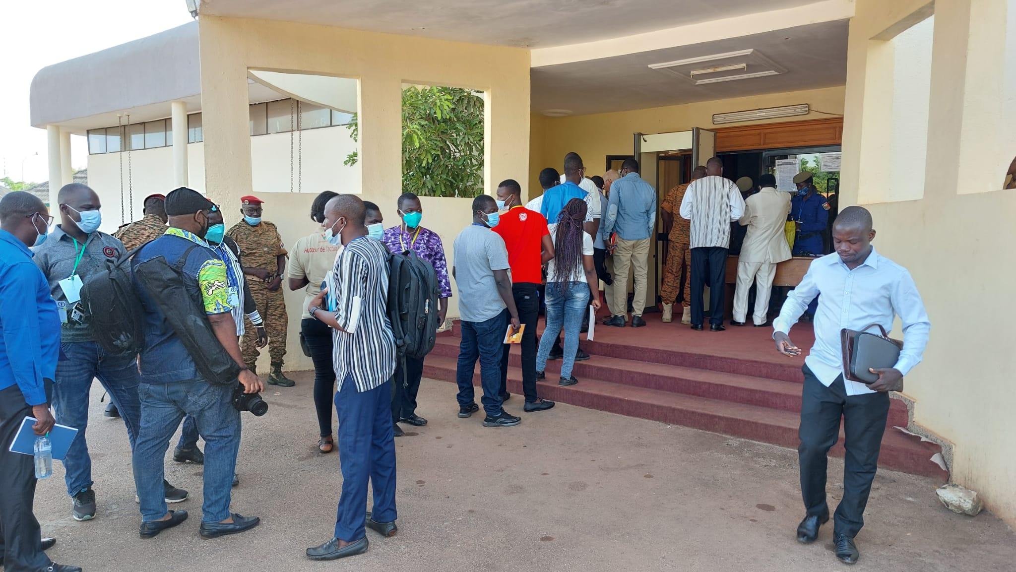 Quelques instants avant l'ouverture du procès des assassins présumés de Sankara, à Ouagadougou le 11 octobre 2021.